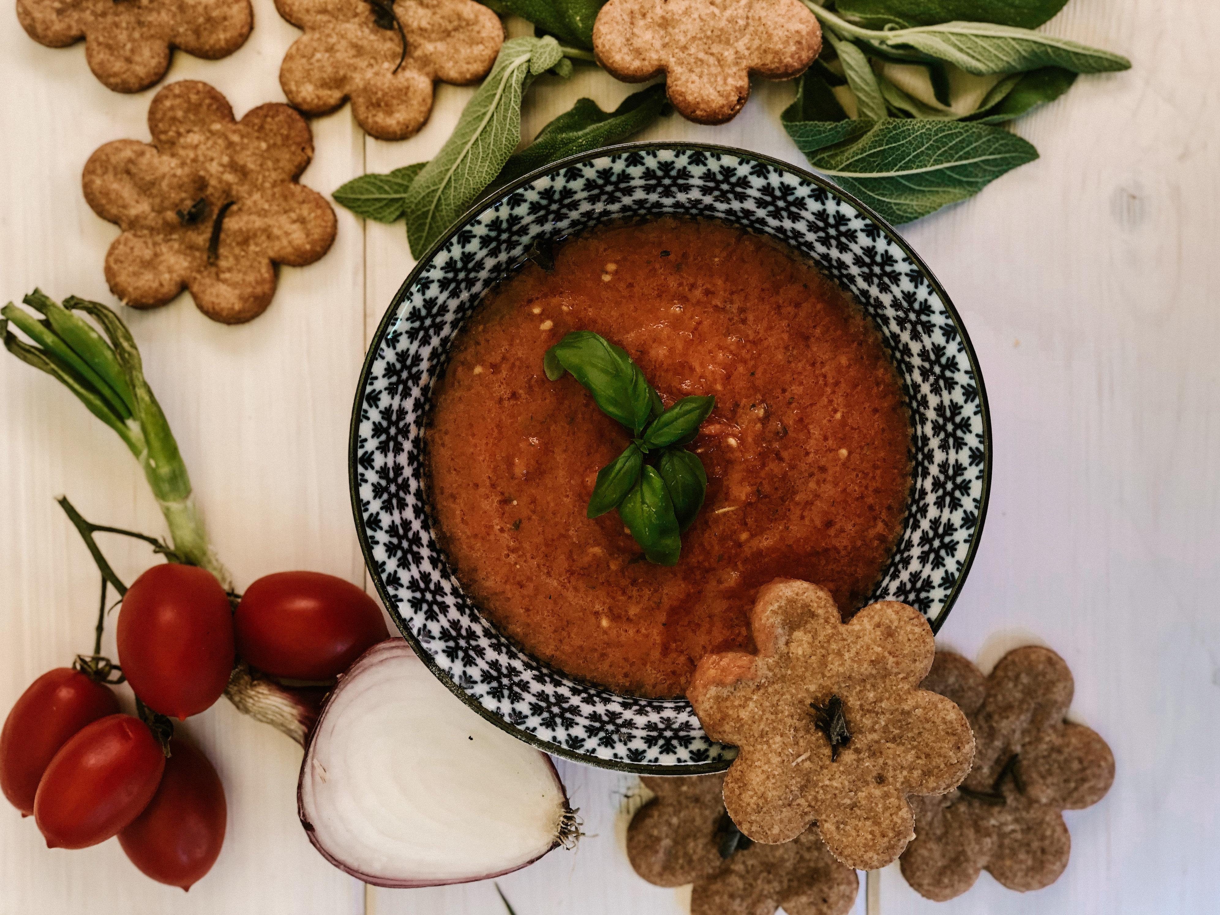 Biscotti salati e gazpacho